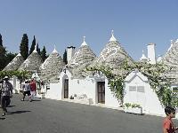 TRULLI domy s kužeľovými strechami, Taliansko